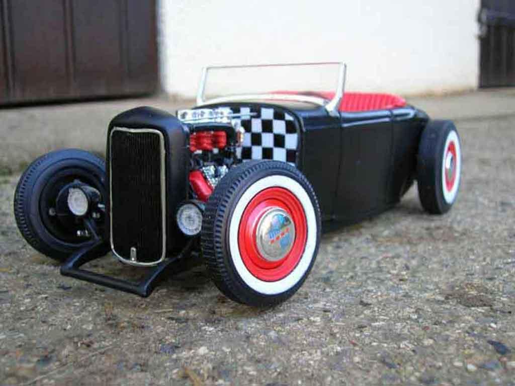 Ford 1932 1/18 Ertl hot rod noir rot modellautos