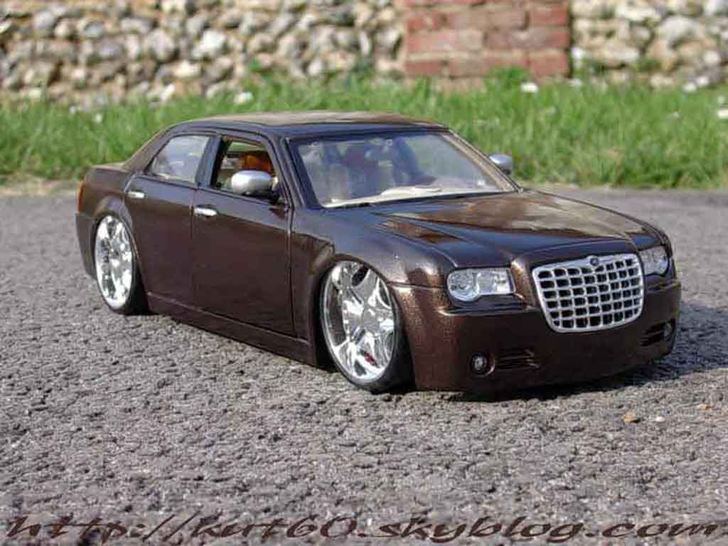 Chrysler 300C 1/18 Maisto show car louis vuitton miniature