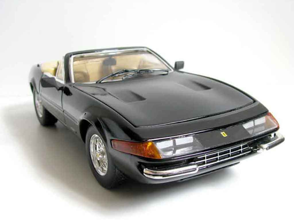 Ferrari 365 GTB/4 1/18 Hot Wheels miami vice daytona miniature