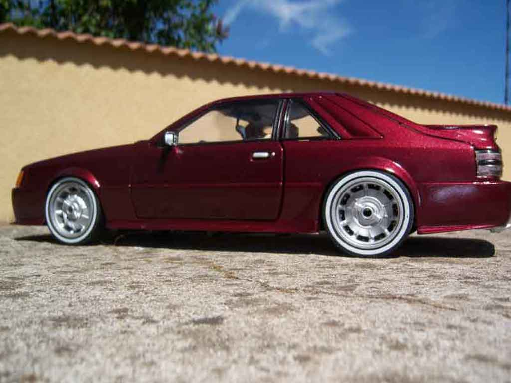 Ford Mustang 1986 1/18 Welly svo rouge miniature