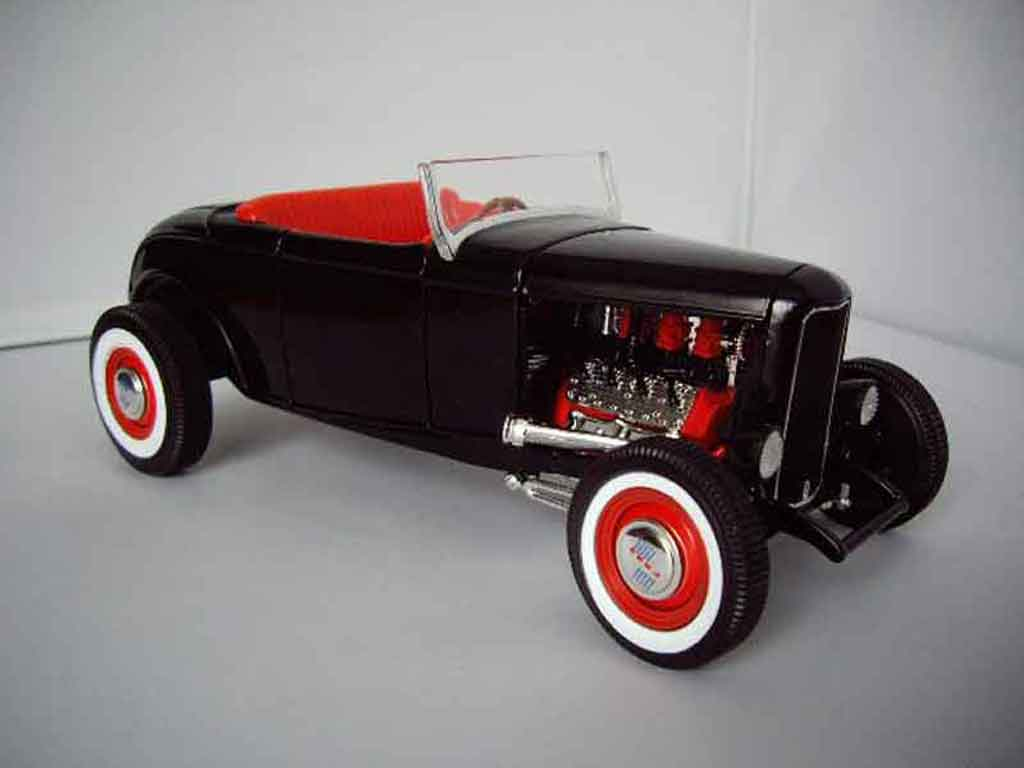Ford 1932 1/18 Hot Wheels roadster hot rod miniature