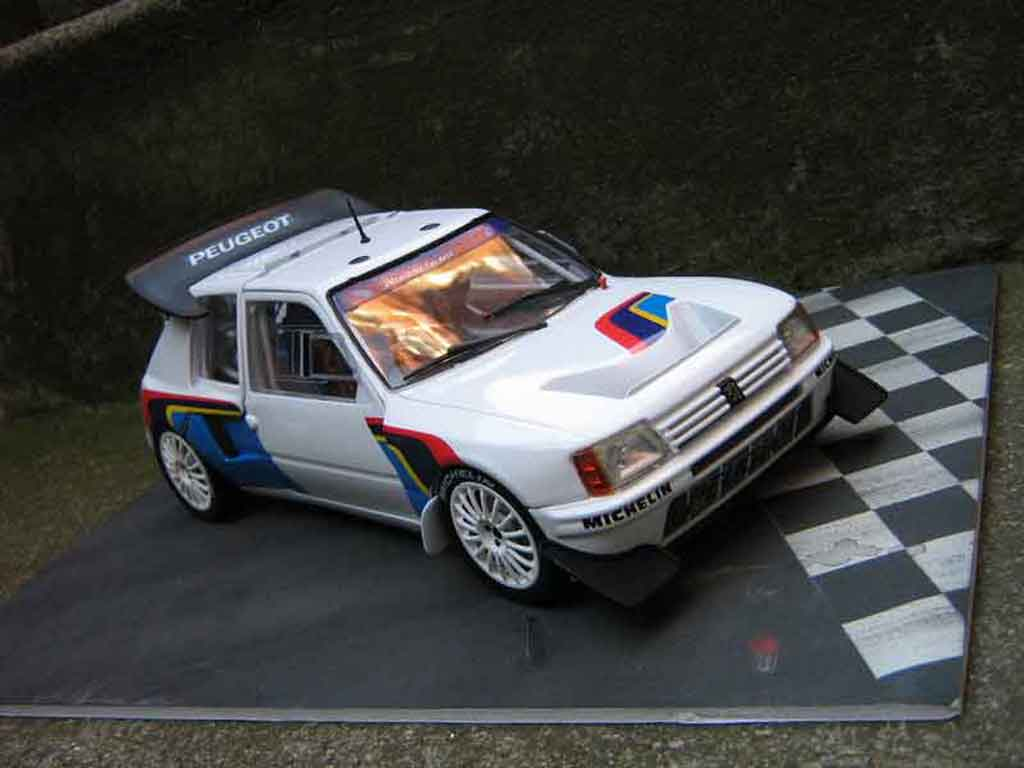 Peugeot 205 Turbo 16 1/18 Solido presentation rallye T16 miniature