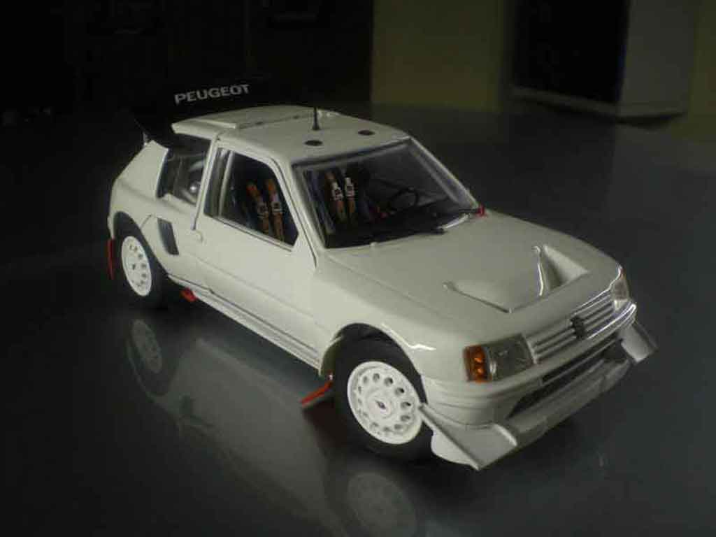 Peugeot 205 Turbo 16 1/18 Solido plain body T16 miniature