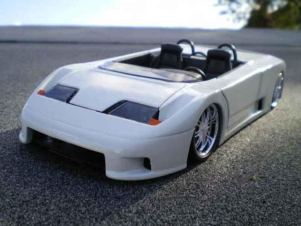 Bugatti EB110 1/18 Burago barquette white diecast model cars