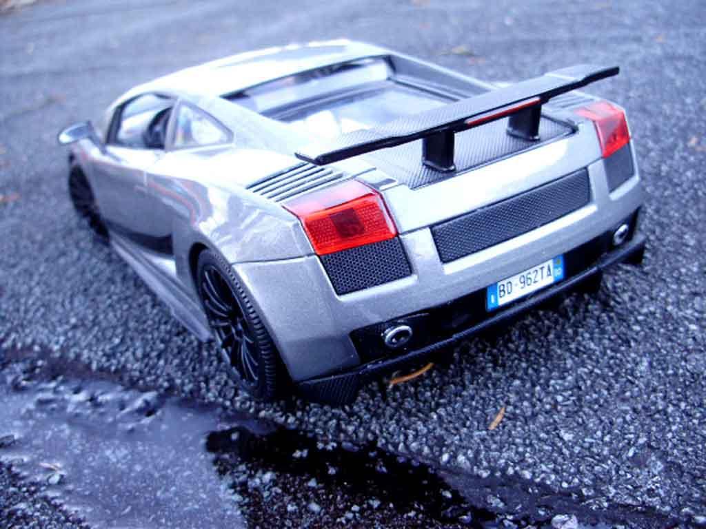Lamborghini Gallardo Superleggera 1/18 Maisto grise foncee miniature