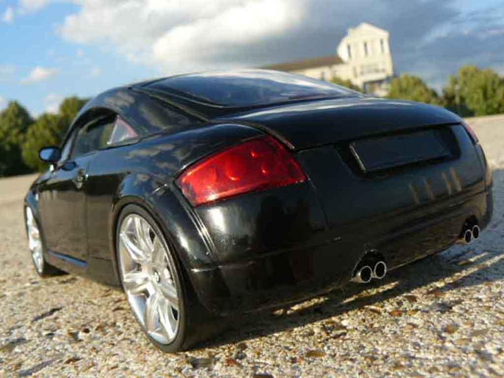 Audi TT coupe 1/18 Revell black diecast