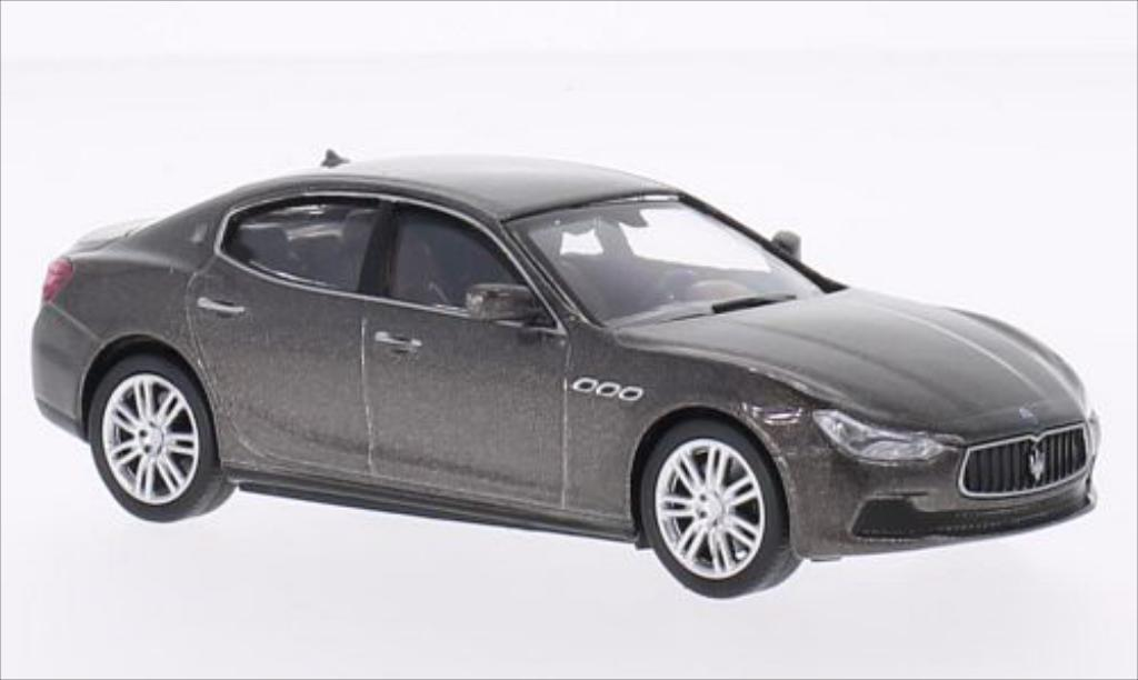 Maserati Ghibli 1/43 WhiteBox metallise grise 2013 miniature