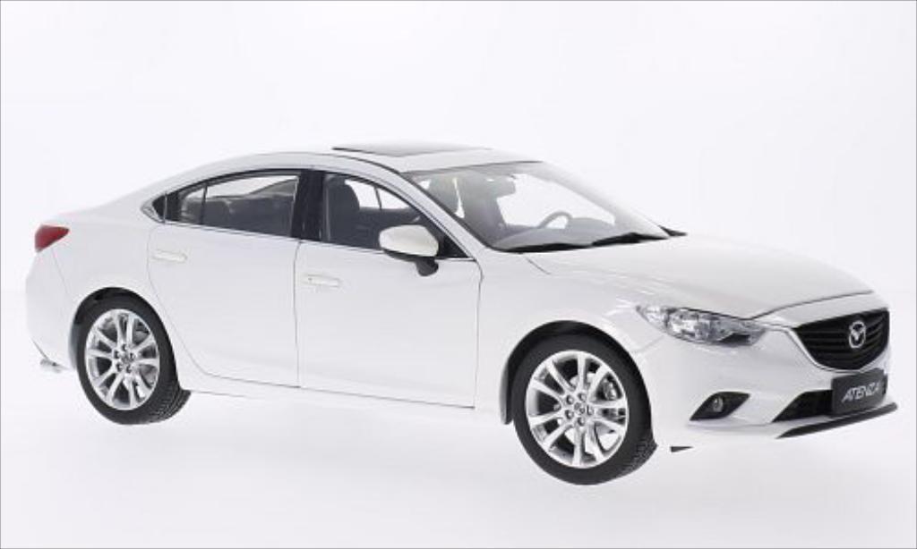 Mazda 6 1/18 Paudi Atenza blanche 2014