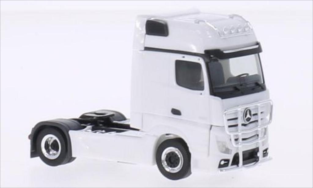 Mercedes Actros 1/87 Herpa Gigaspace white 2011 diecast model cars