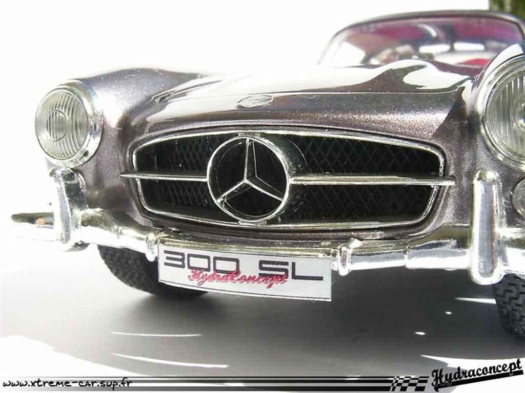 Mercedes 300 SL 1/18 Burago finition interieure et exterieure miniature