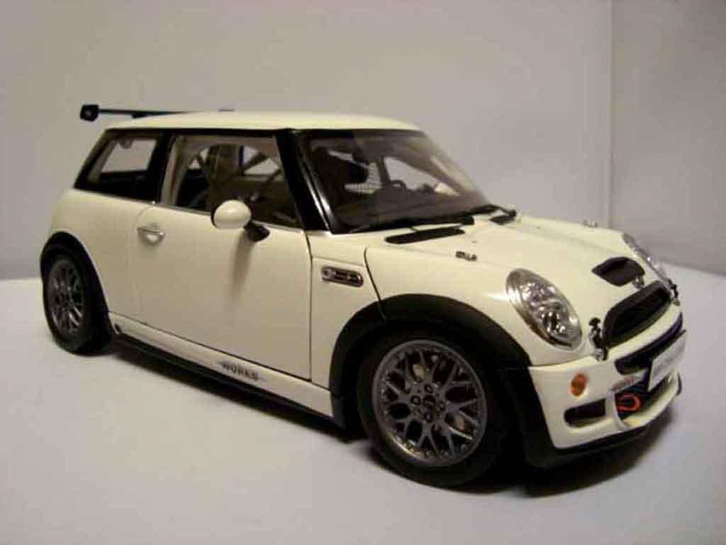 Mini Cooper JCW 1/18 Kyosho challenge s miniature