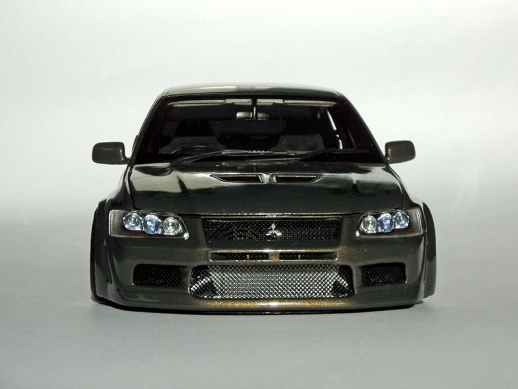 Mitsubishi Lancer Evolution VII 1/18 Autoart kit carrosserie peinture dragons diecast