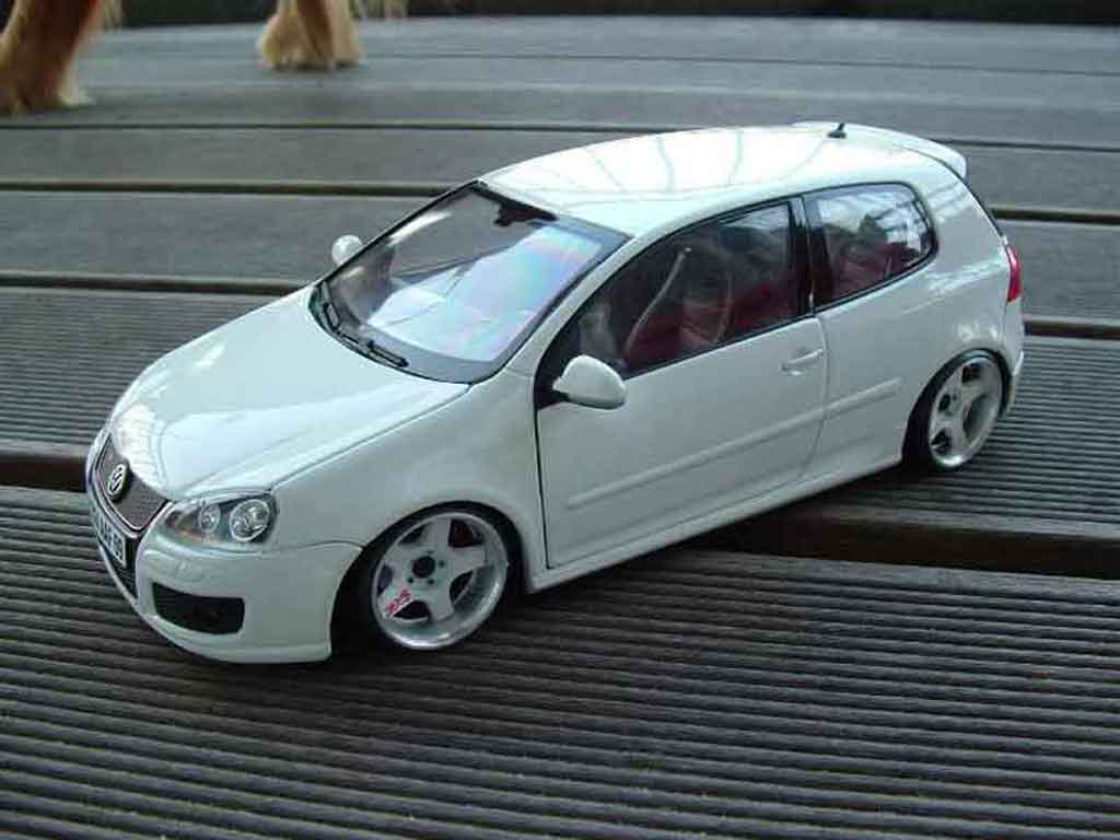 Volkswagen Golf V GTI 1/18 Burago white rs style diecast model cars