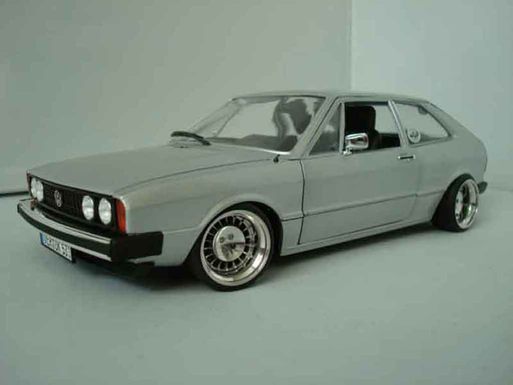 Volkswagen Scirocco GTI 1/18 Revell grise miniature