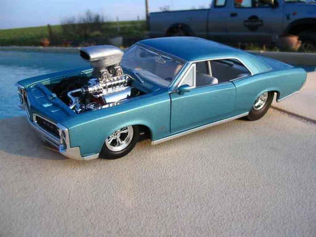 Pontiac GTO 1/18 Hot Wheels 1966 moteur corvette drag diecast