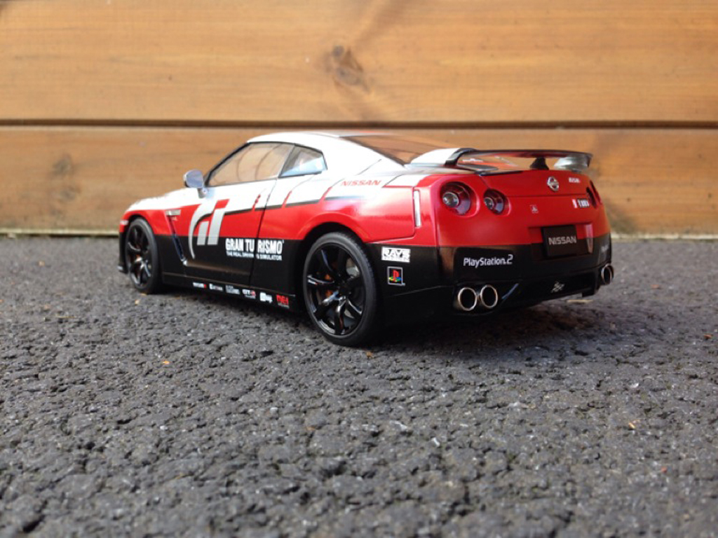 Nissan Skyline R35 1/18 Kyosho decoration Gran Turismo miniature