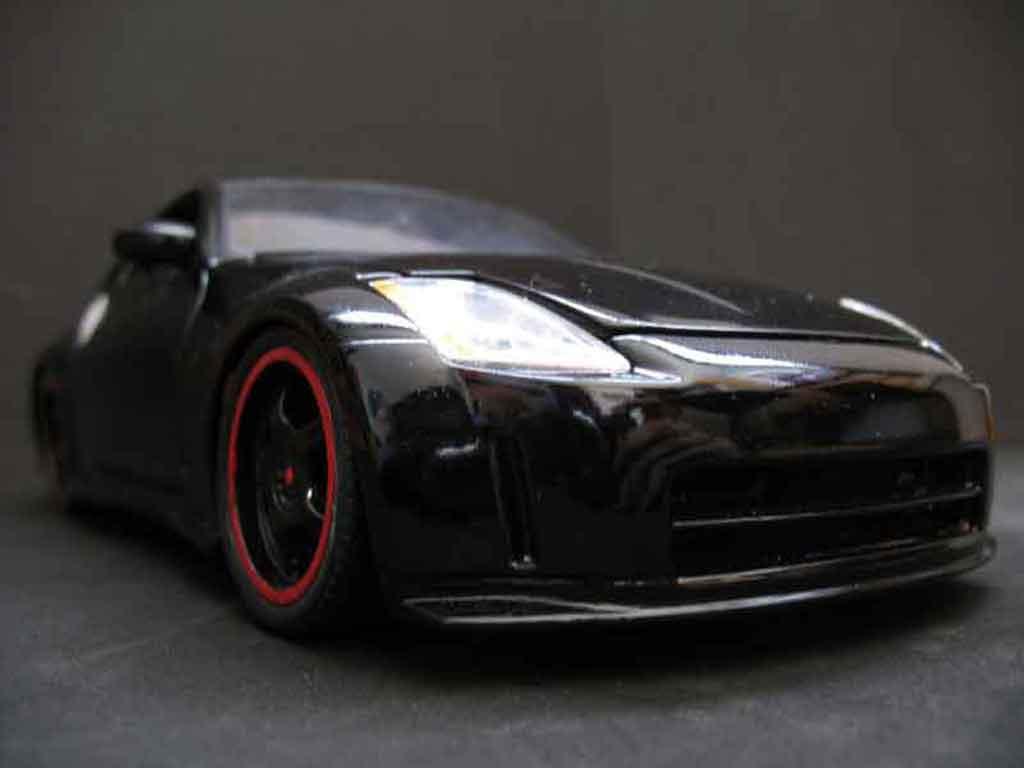 Nissan 350Z 1/18 Maisto coupe preparation tuning noire jantes noires miniature