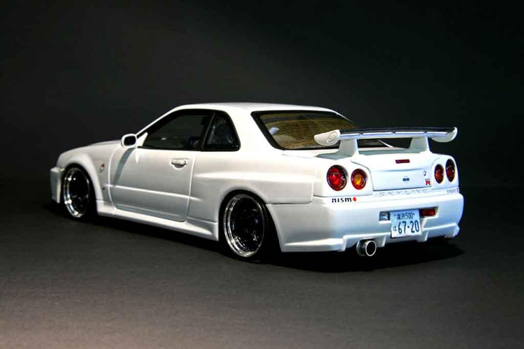 Nissan Skyline R34 1/18 Autoart blanche gt-r nismo miniature