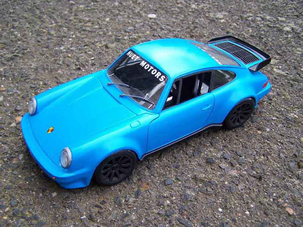 Porsche 930 Turbo 1/18 Tonka bleu miniature