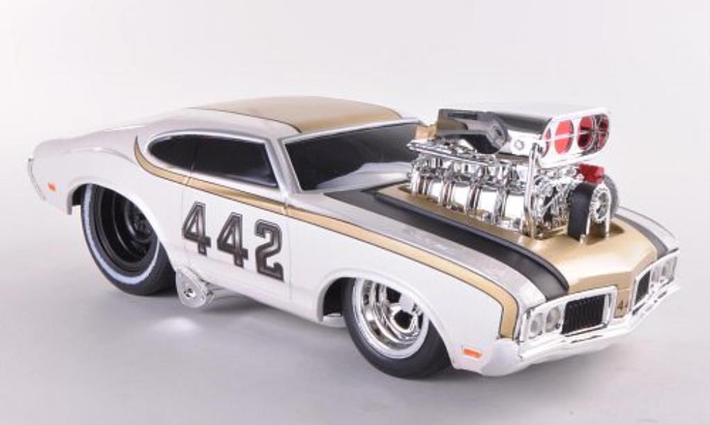Oldsmobile 442 1/24 Maisto white/gold 1970 diecast model cars