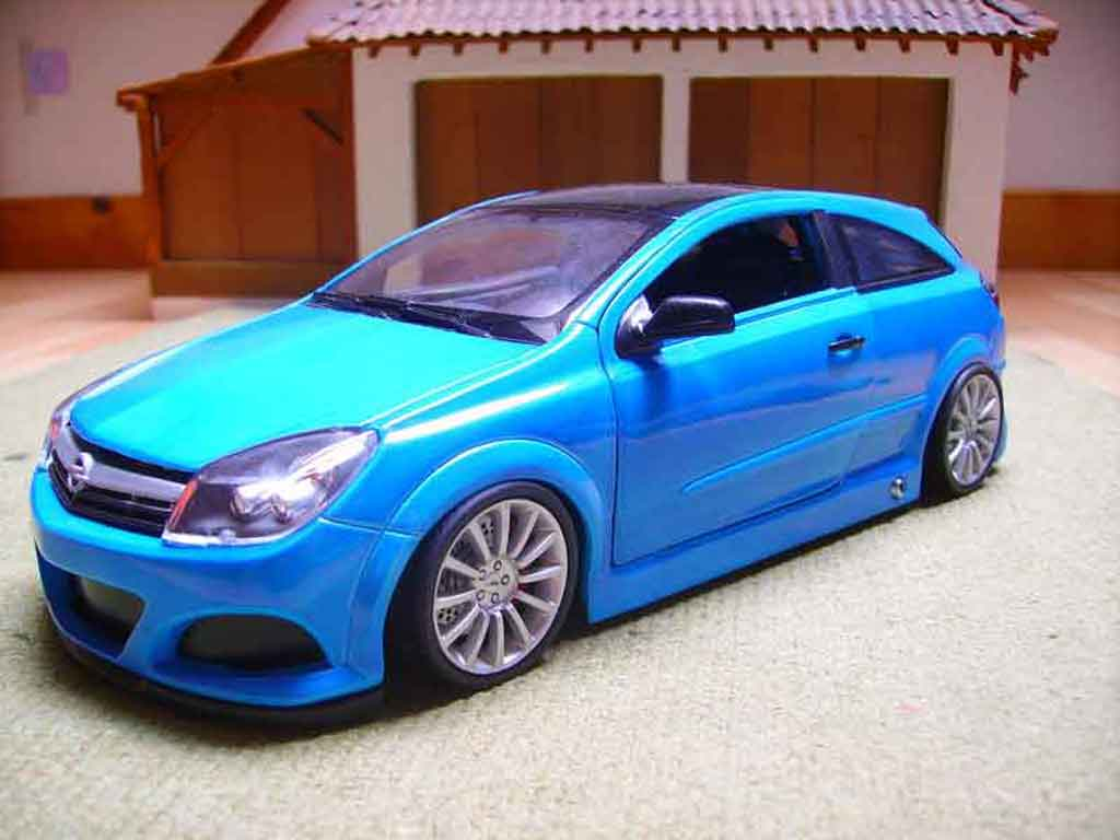 Opel Astra 1/18 Welly gtc opc miniature
