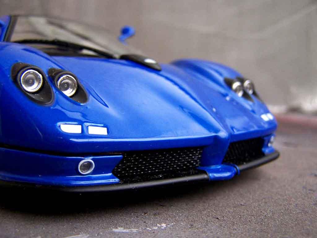 Pagani Zonda C12 1/18 Motormax bleue miniature