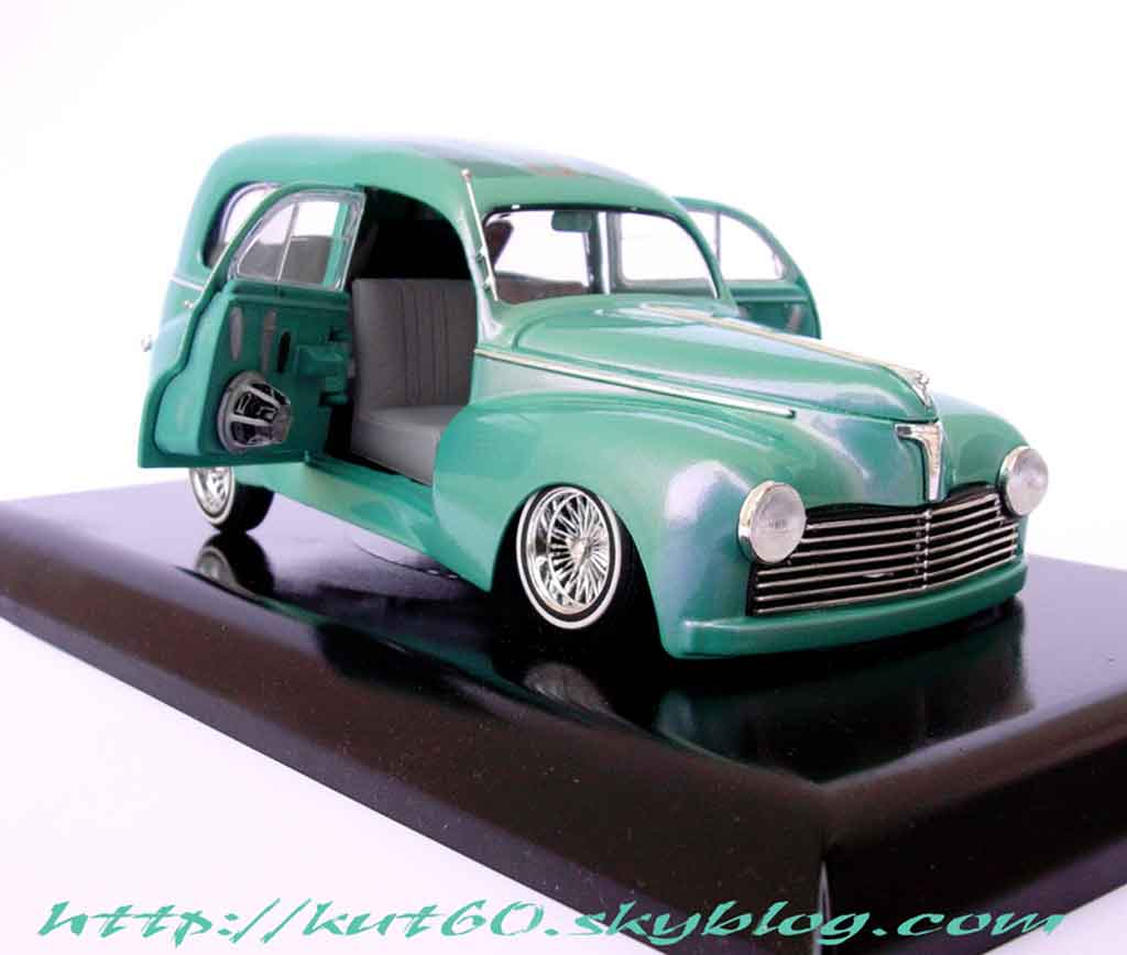 Peugeot 203 1/18 Solido short delivery lowride miniature