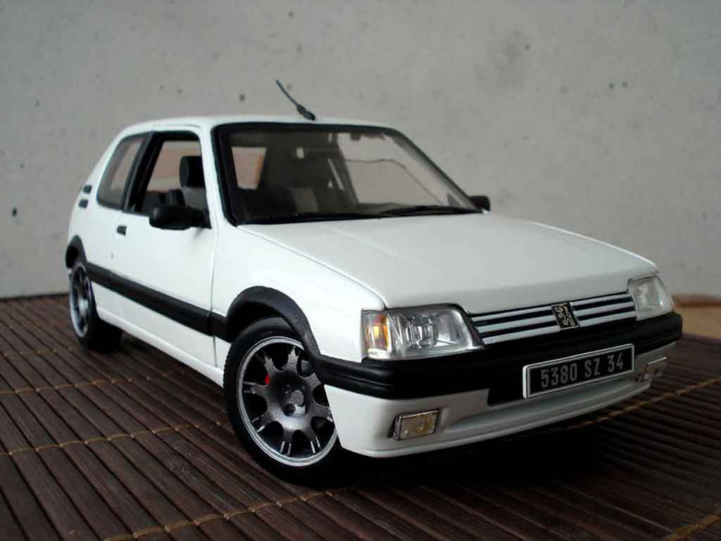 Peugeot 205 GTI 1/18 Solido white jantes pts diecast model cars