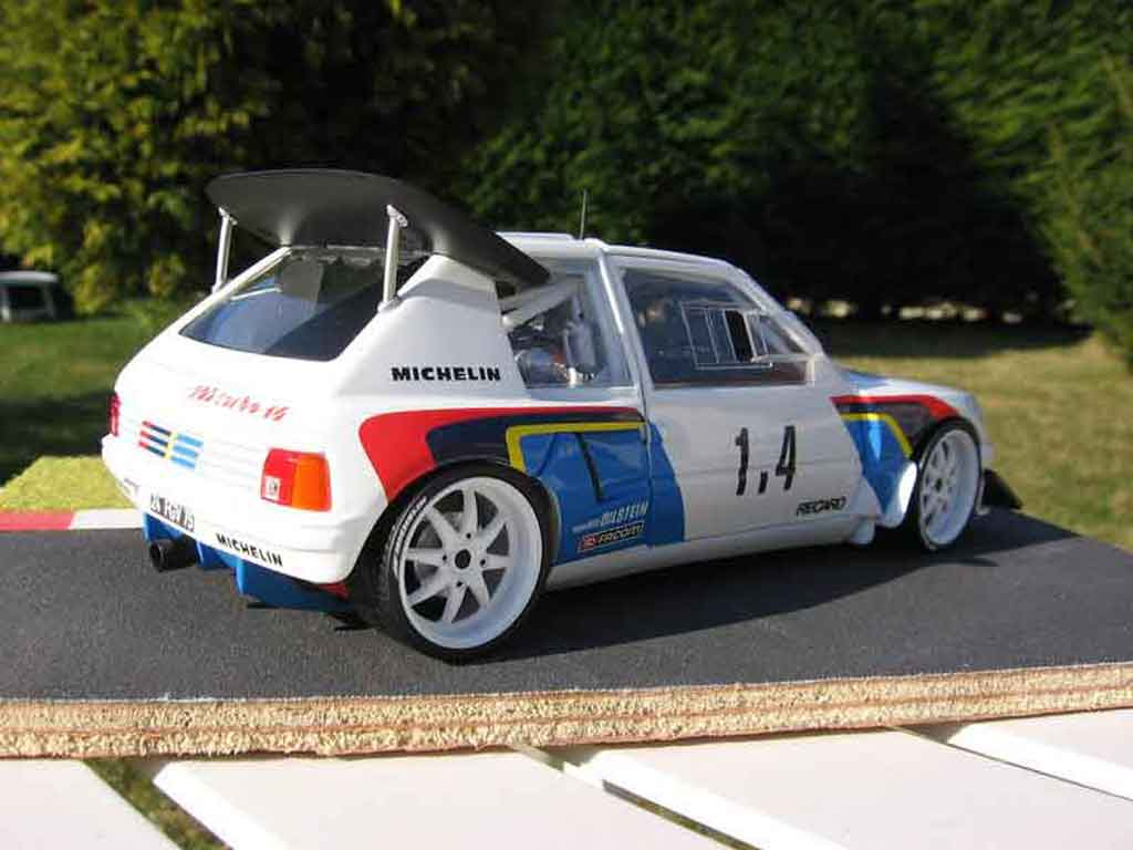 Peugeot 205 Turbo 16 1/18 Solido rallye T16 miniature
