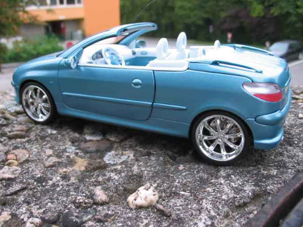 Peugeot 206 CC 1/18 Solido bleue jantes chromees miniature