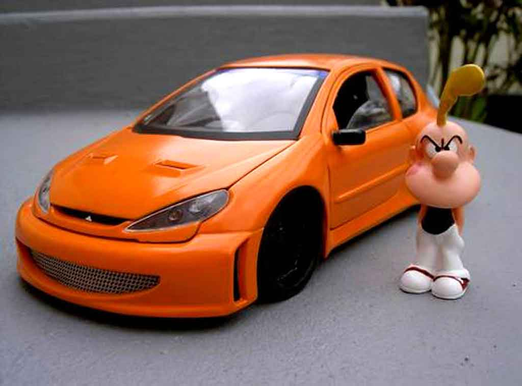 Peugeot 206 WRC 1/18 Solido street racing orange miniature