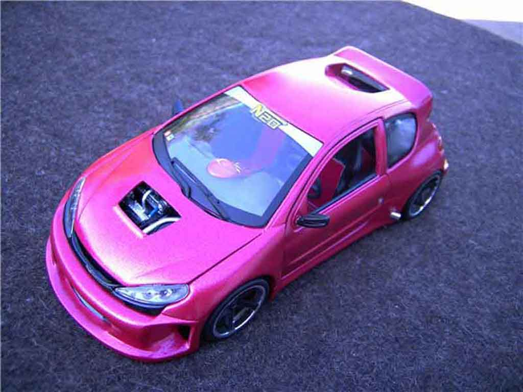 Peugeot 206 WRC 1/18 Solido kit large tuning miniature