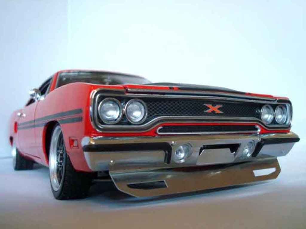 Plymouth GTX 1/18 GMP 426 hemi gtx in rallye red miniature