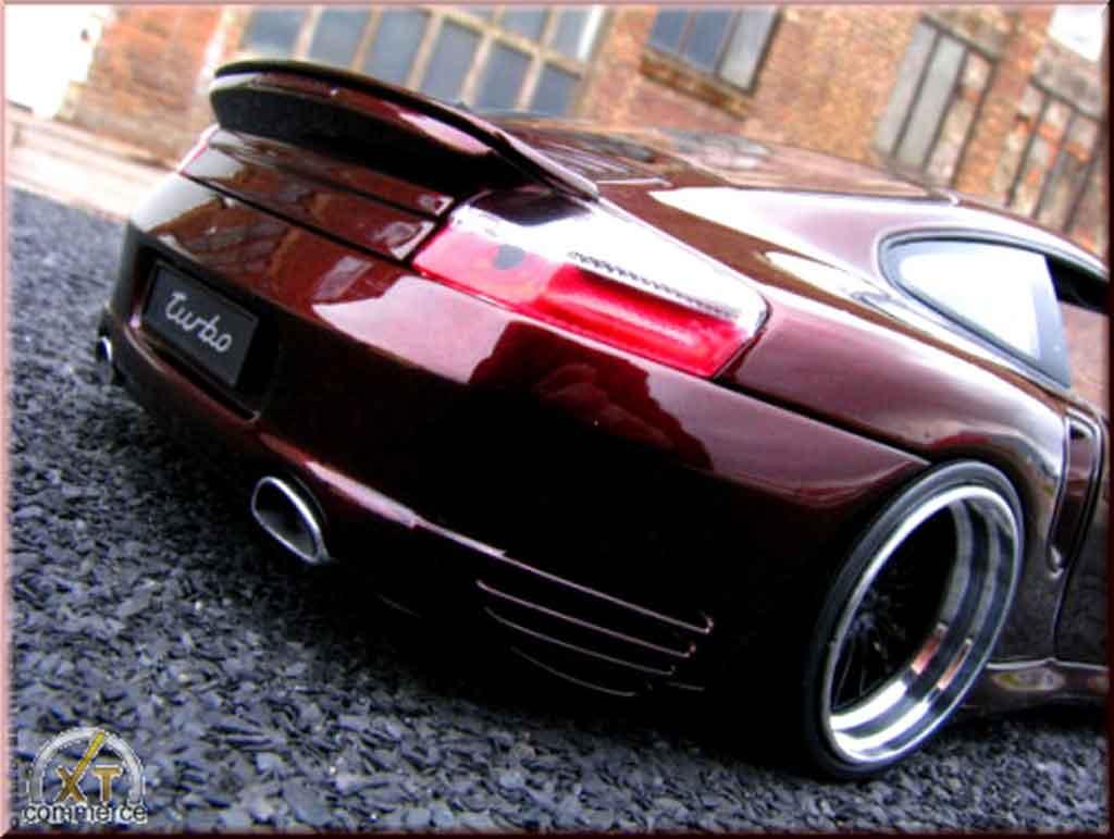 Porsche 996 Turbo 1/18 Autoart peinture cameleon et jantes 20 pouces diecast