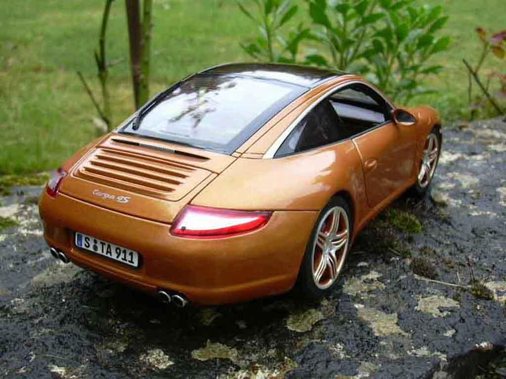 Porsche 997 Targa 1/18 Norev 4S orange miniature
