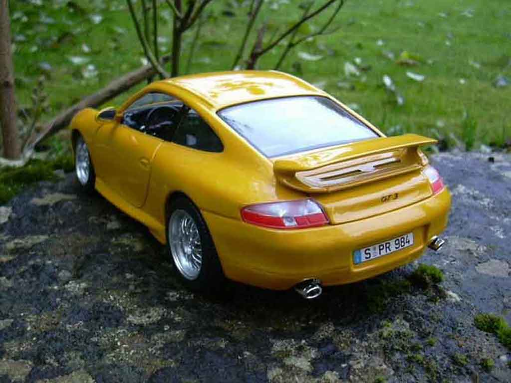 Porsche 996 GT3 1/18 Burago 99 yellow diecast model cars