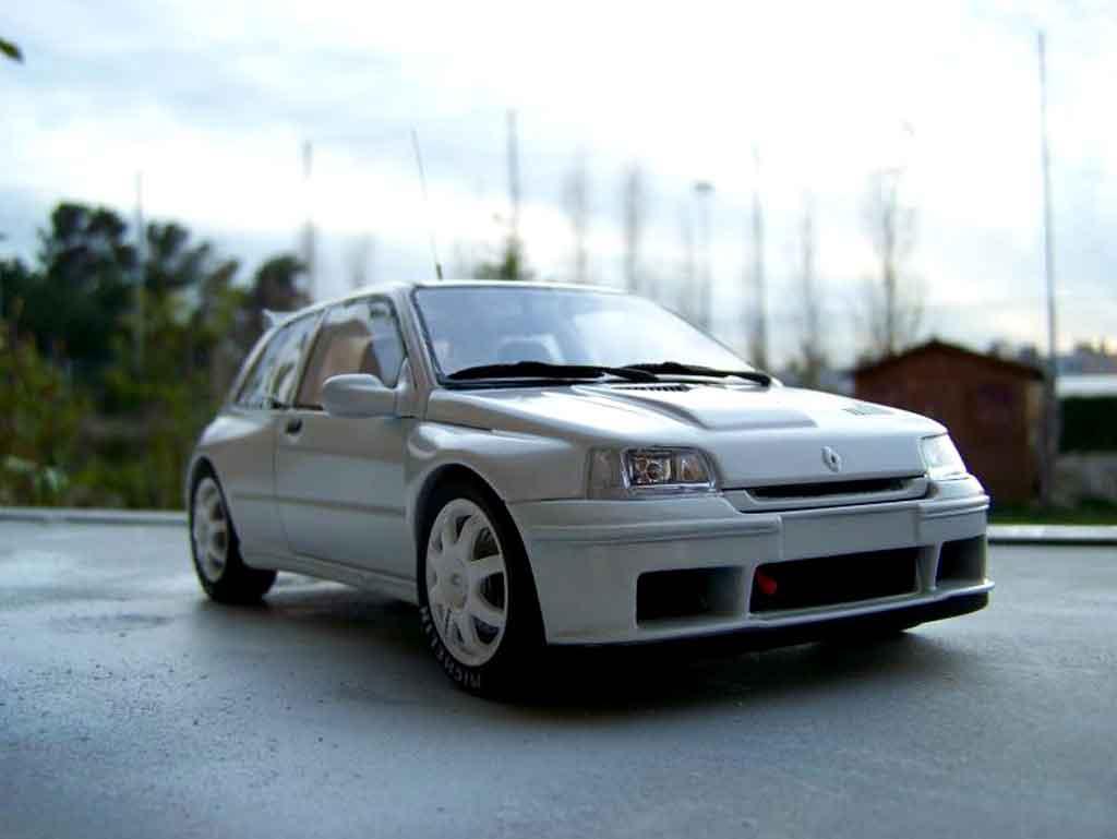 Renault Clio Maxi 1/18 Ottomobile blanche miniature
