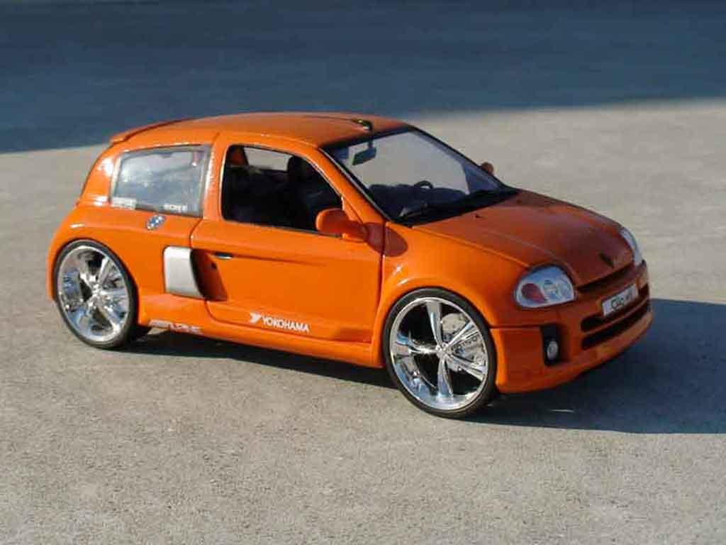 Renault Clio V6 1/18 Universal Hobbies orange modellautos