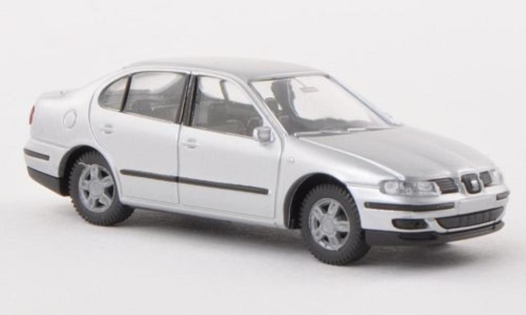 Seat Toledo 1/87 AWM II grise miniature