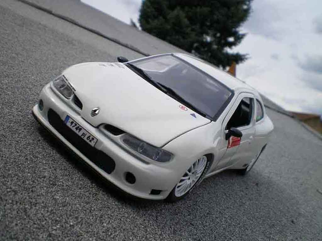 Renault Megane 1/18 Anson Maxi tuning blanche miniature
