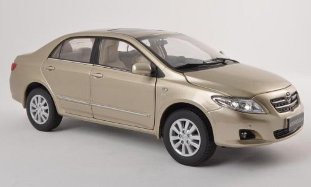 Toyota Corolla 1/18 Paudi gold 2007 miniature