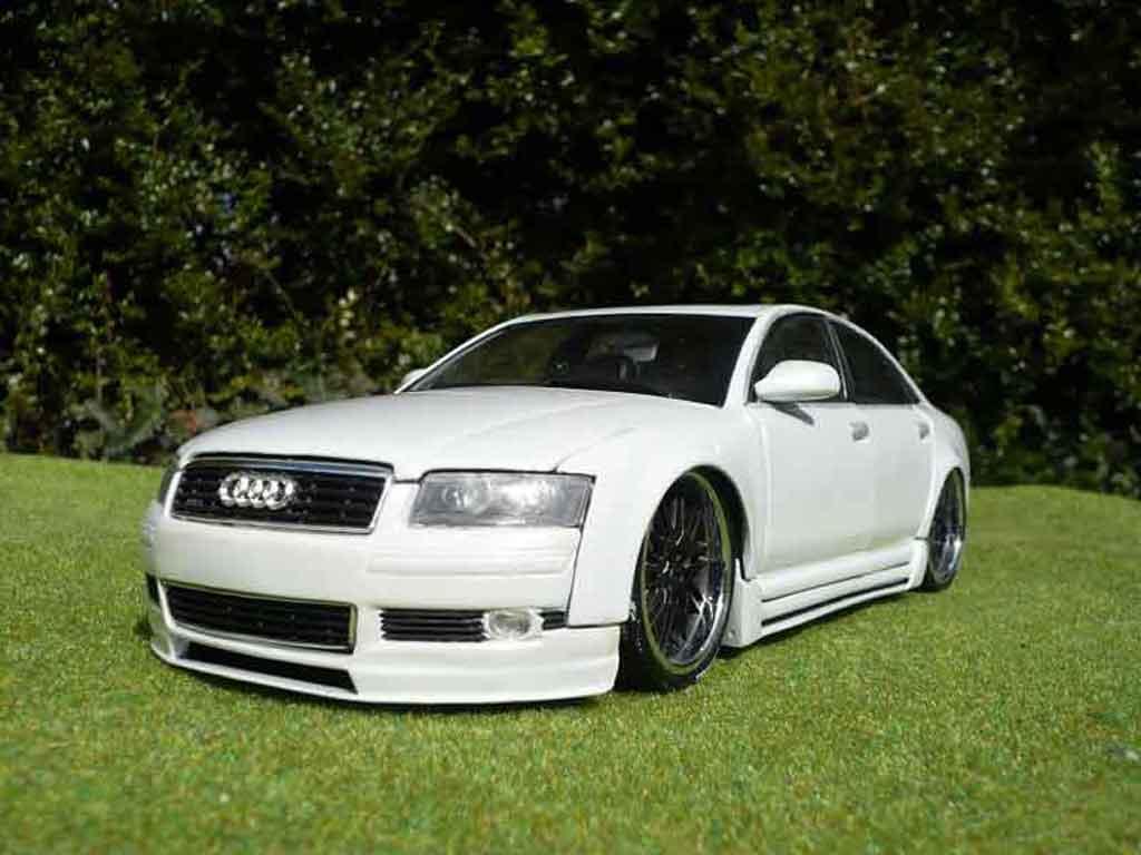 Audi A8 1/18 Motormax dub blanche miniature