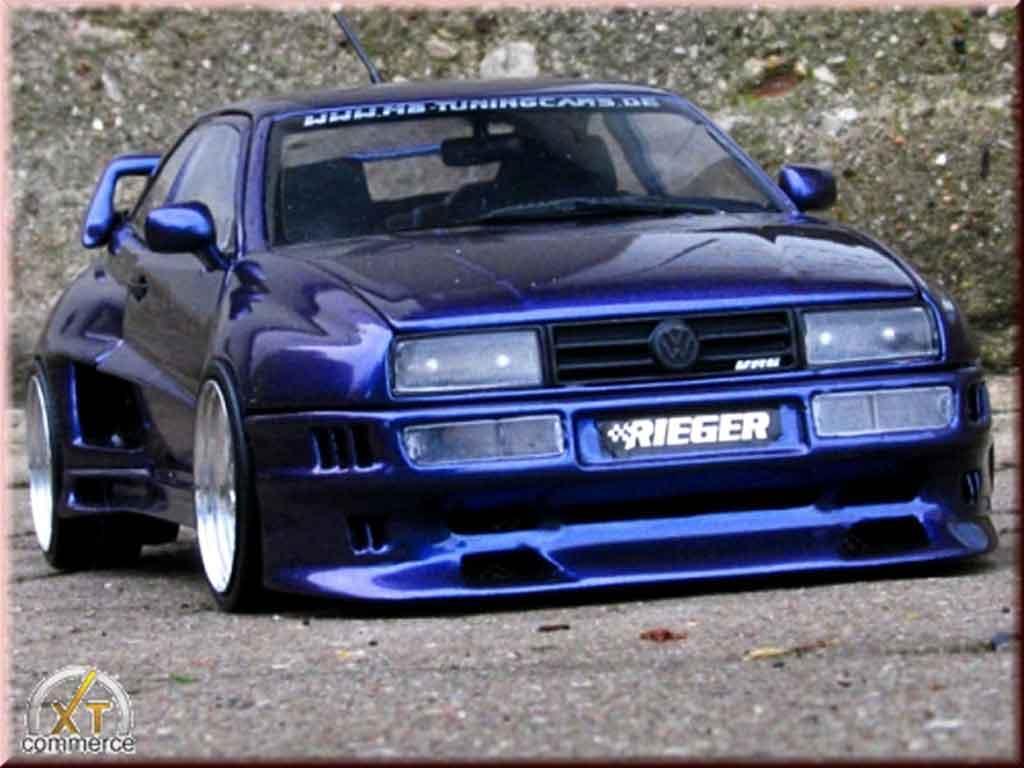 Volkswagen Corrado VR6 1/18 Revell kit carrosserie rieger bleu jantes bords larges miniature