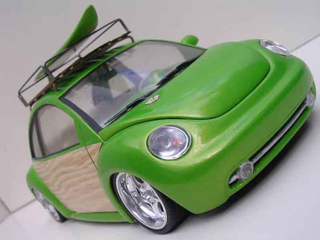 Volkswagen New Beetle 1/18 Burago woody green surf california miniature