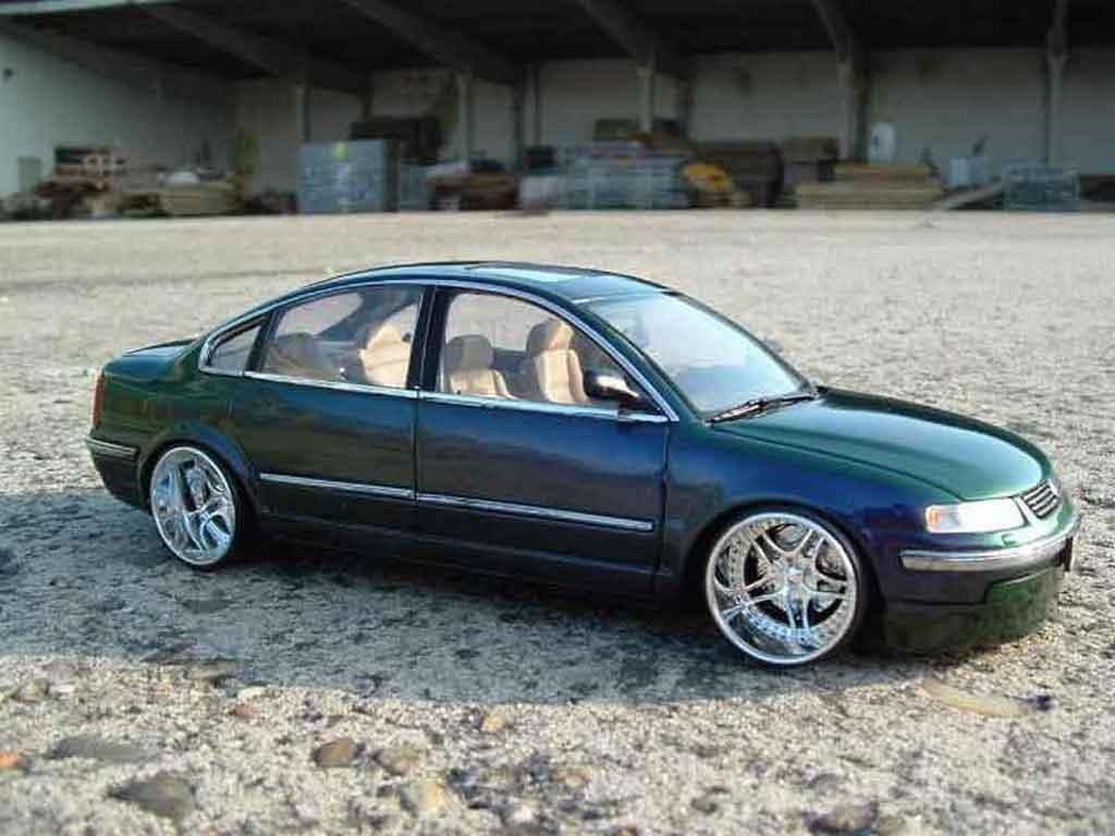 Volkswagen Passat 1/18 Welly  miniature