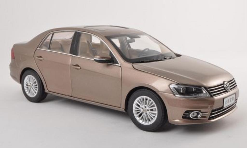 Volkswagen Bora 1/18 Paudi beige 2012 diecast