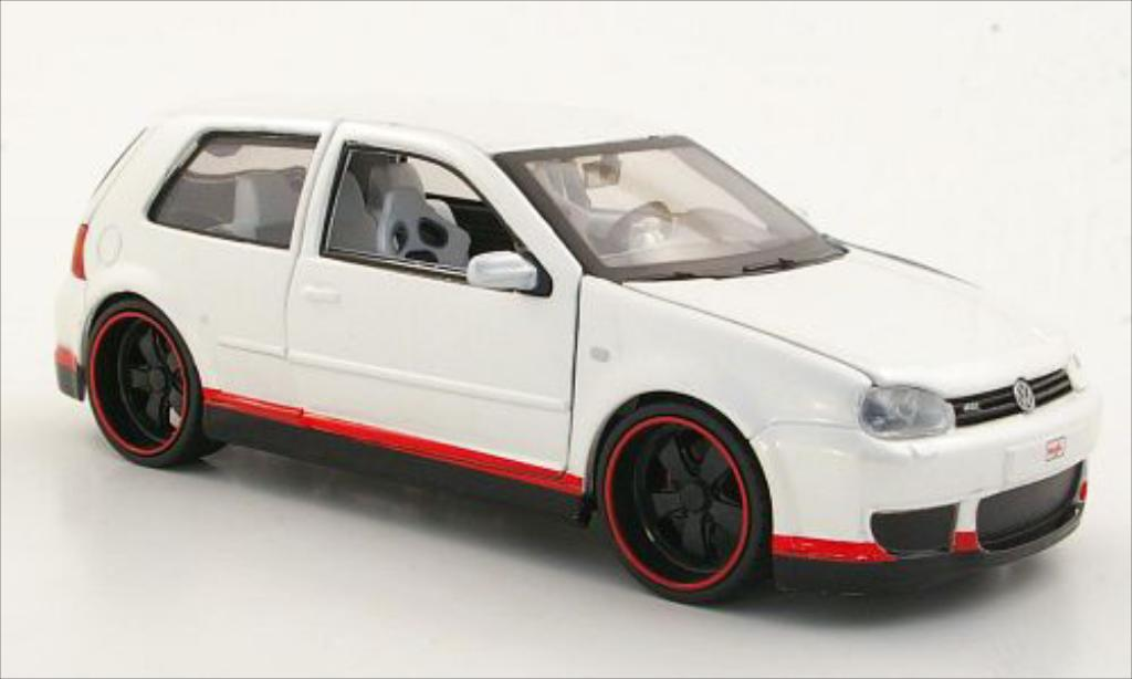 Volkswagen Golf IV 1/24 Maisto R32 Tuningversion metallise blanche 2003 miniature