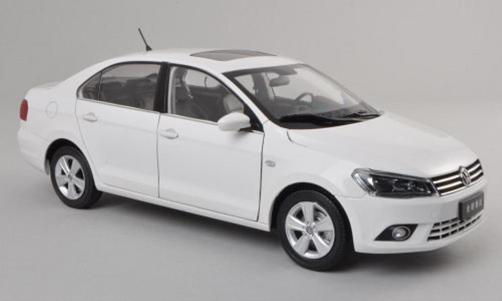 Volkswagen Jetta 1/18 Paudi white 2012 diecast model cars