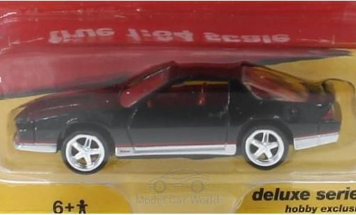 Chevrolet Camaro 1/64 Auto World noire 1984 miniature