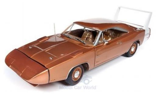Dodge Charger 1/18 Auto World Daytona bronze/weiss 1969 modellautos